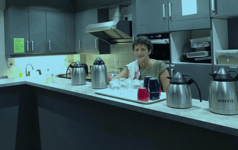 Francien werkt op haar vijfde dag bij een opvang voor daklozen
